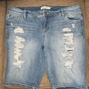 EUC Torrid Distressed Jean Shorts Size 20.